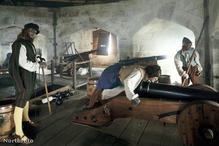 A vár fegyverszobája viaszbábukkal