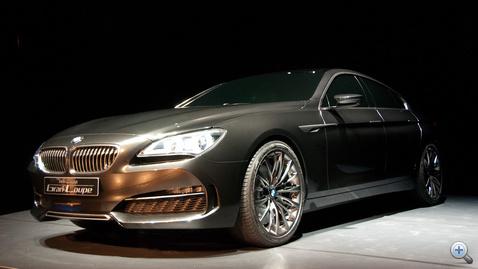 BMW, kétségtelenül. De egyikre sem hasonlít annyira, hogy összetévesszük.