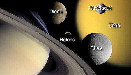 Montázs a Cassini által vizsgált szaturnuszholdakról. A legújabb vizsgálatok szerint a gyűrűs bolygó kísérői nemcsak dinamikai, hanem kémiai kapcsolatban is állnak egymással (NASA/JPL/Space Science Institute).