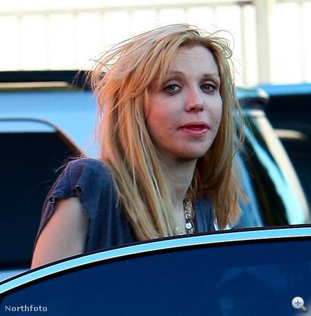 Smink nélkül szinte megint felismerhetetlen a 2009-es Courtney Love