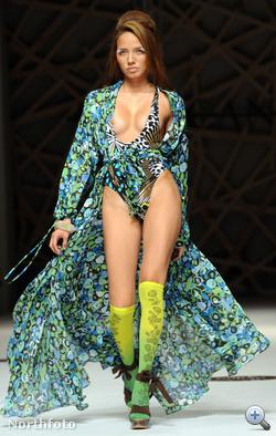 A térdharisnya menő, akárcsak divatbemutatón villantani