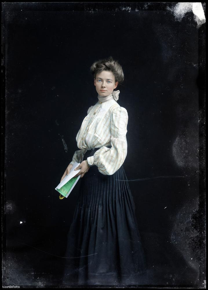 És még egy kis 1874-es divattal búcsúzunk
