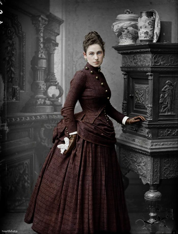 Hogy ez a nő kicsoda, azt viszont nem lehet tudni, mindenesetre a kép eredetije amerikai és 1880-as