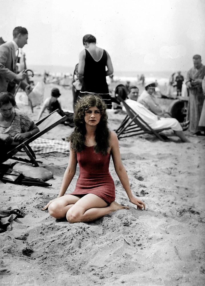 Ez pedig egy francia strand 1925-ből.