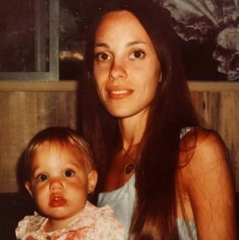 Marcheline Bertrand a kis Angelinával