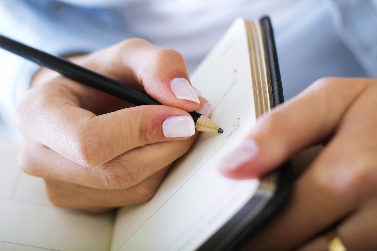 nagykep?cikkid=168434&kep=kez-ceruza-notesz-lead