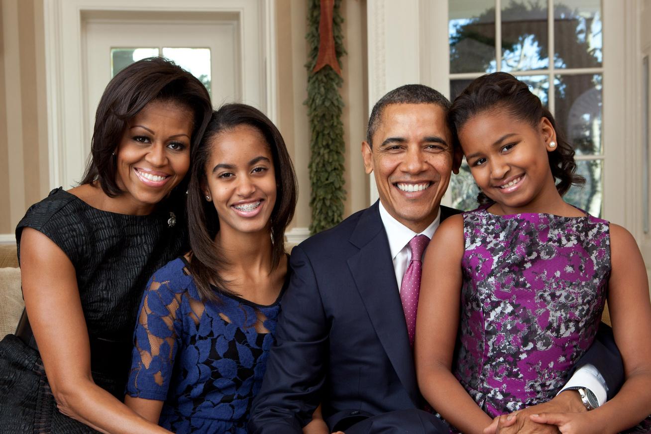 nagykep?cikkid=167606&kep=obama-csalad-karacsonyi-udvozlolap-fbh