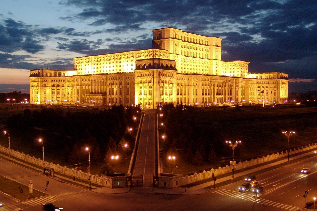 nagykep?cikkid=164455&kep=bukaresti-parlament1-lead