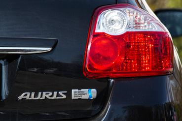 A HSD a Hybrid Sinergy Drive rövidítése. egyedül ez a logó árulkodik a hajtásról