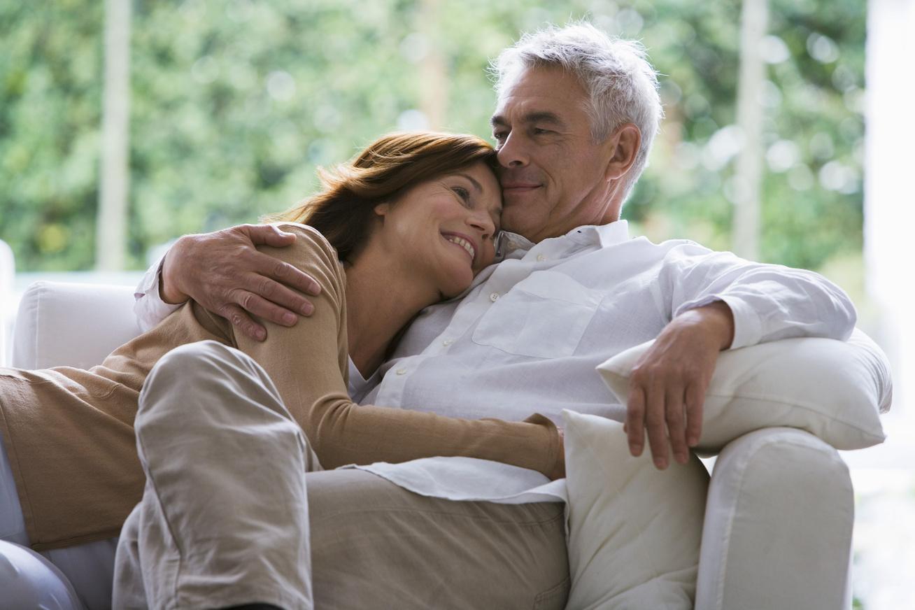 randizni egy idős emberrel a 40-es éveiben