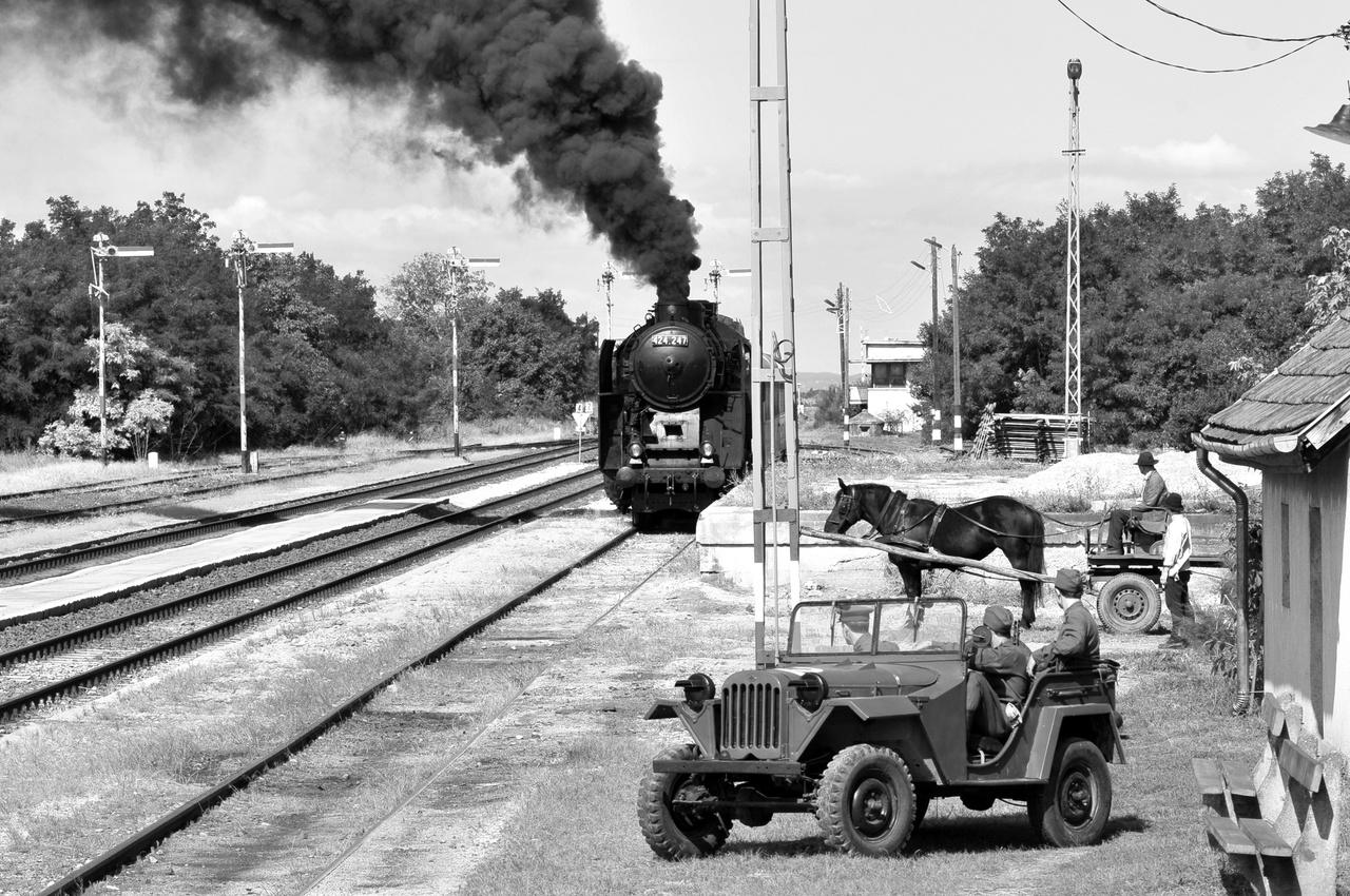 És hát nincs nagyobb westernközhely, mint az érkező vonat.