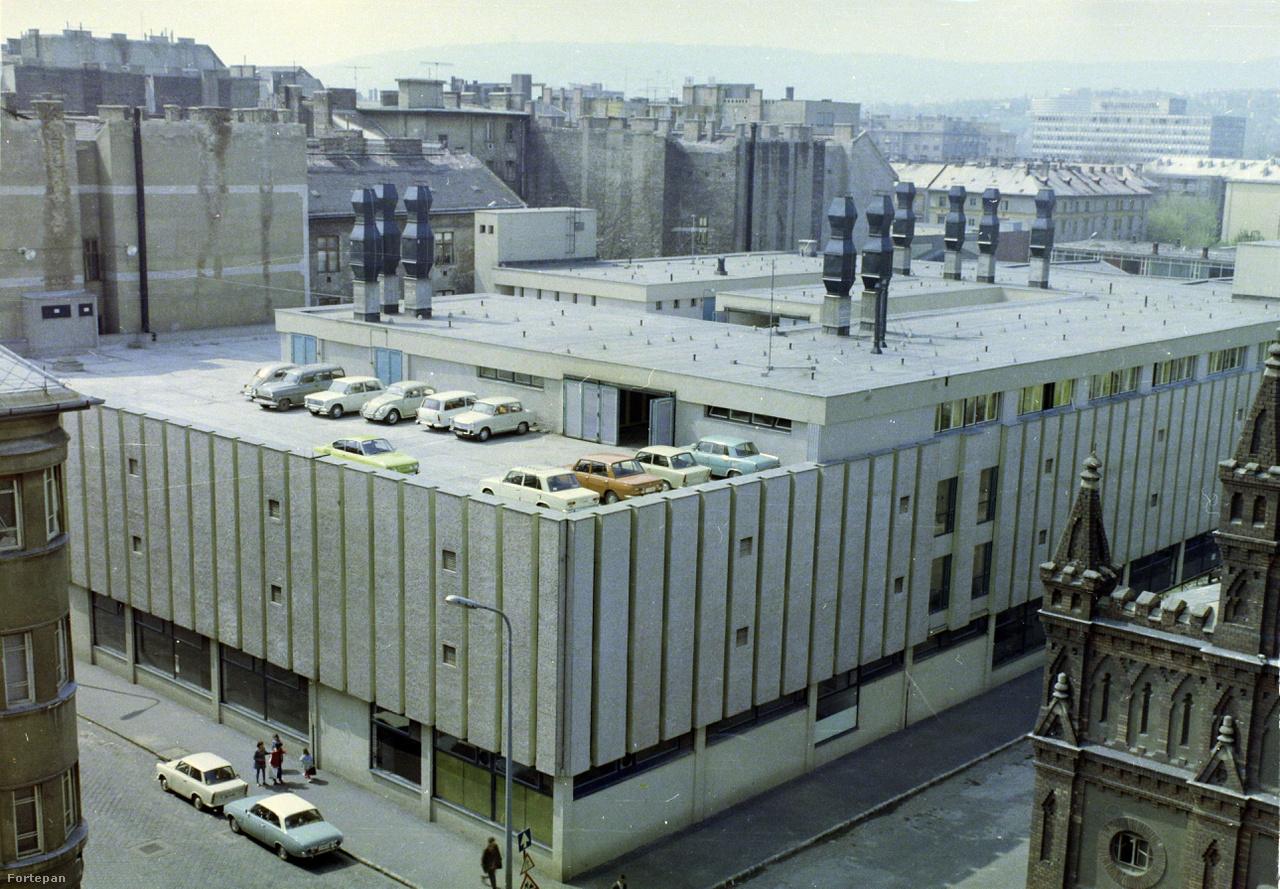 1975, Visegrádi utca, tetőterasz. Nem pedálos autók.