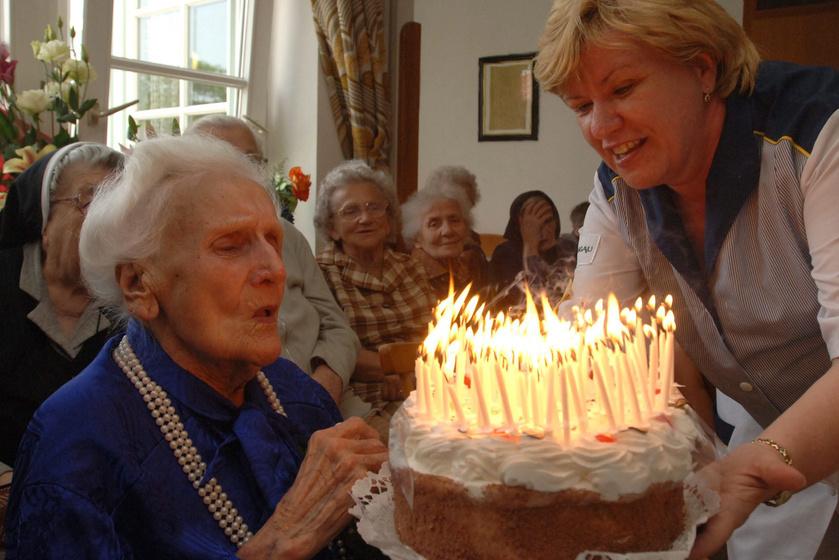 Jászai Joli a 100. születésnapján.