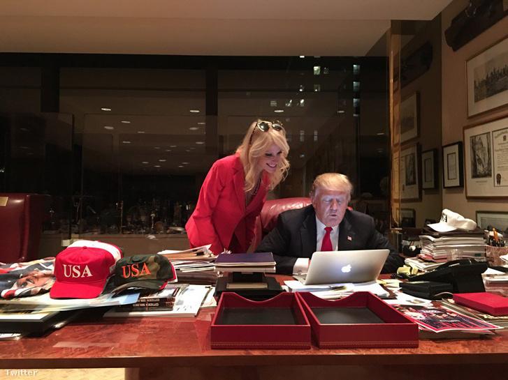 Az egyetlen(?) fotó a neten, amin Donald Trumpot számítógép előtt lehet látni.
