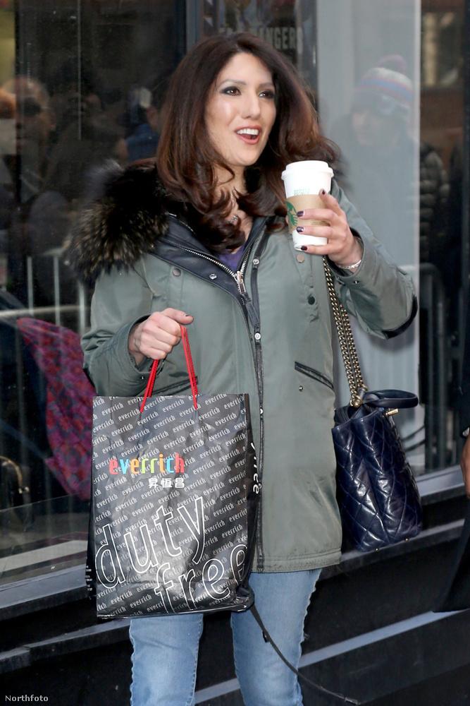 Ő itt például Lynda Lopez, aki - mint azt bizonyára már kitalálták - Jennifer Lopez két évvel fiatalabb lánytestvére