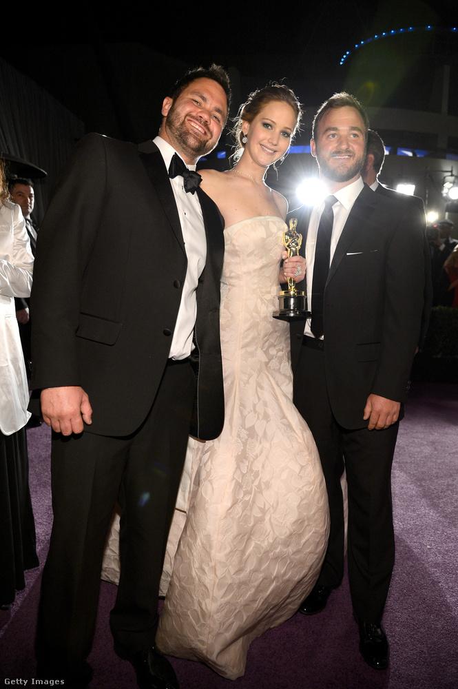 Ők ott voltak azon az Oscar-gálán is, amelyen Jennifer testvérük elhozta az aranyszobrot a legjobb színésznő kategóriában a Napos oldal című filmért, még 2013-ban.