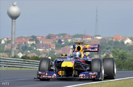 Vettel száguld a Hungaroringen