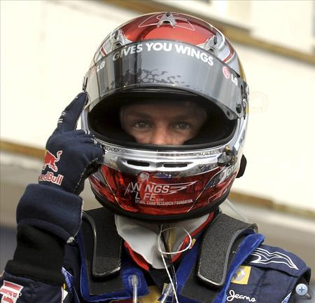 """""""Gives you wings"""" - mutat Vettel a sisakjára"""