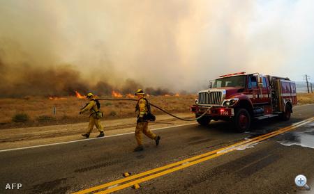 A lángok több mint ötven négyzetkilométernyi bozótot felperzseltek, mielőtt megfékezték a terjedését a lakott területek felé.