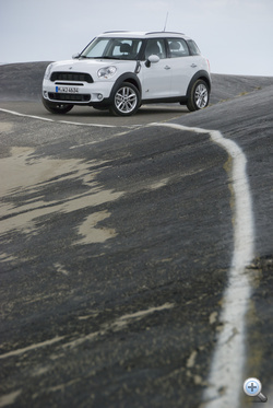 Vezetővonal: a BMW atyáskodik a Mini fölött, nem is kell csalódnunk a termékben