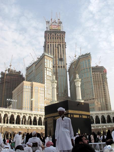 A világ második legmagasabb épülete lesz a mekkai óratorony, ami az indulást után három hónappal lesz véglegesen kész.