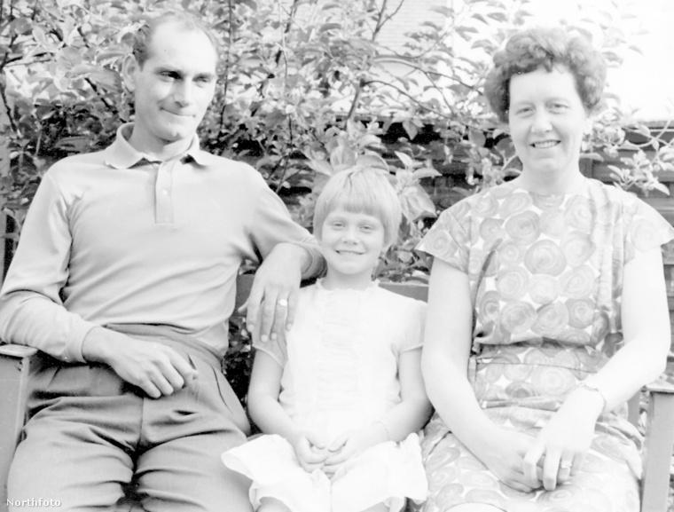 Ezen az 1966-os képen lányukkal, Lesley-vel láthatók
