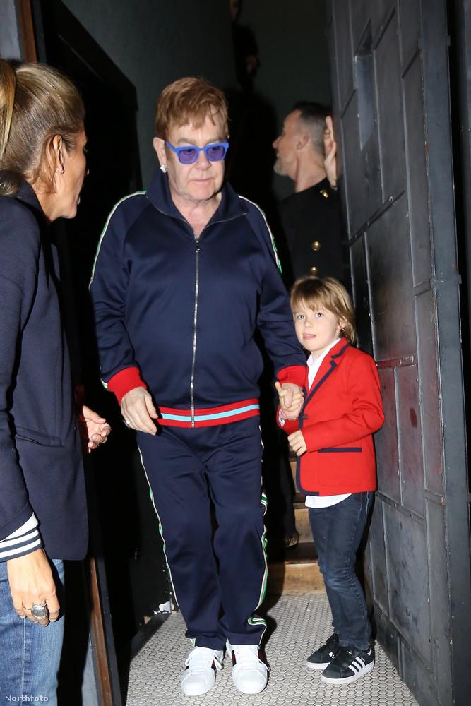 Az ünnepélyre egyébként Johnny Depp is hivatalos volt, de most egy másik vendéget, Elton Johnt és egyik kisfiát láthatja