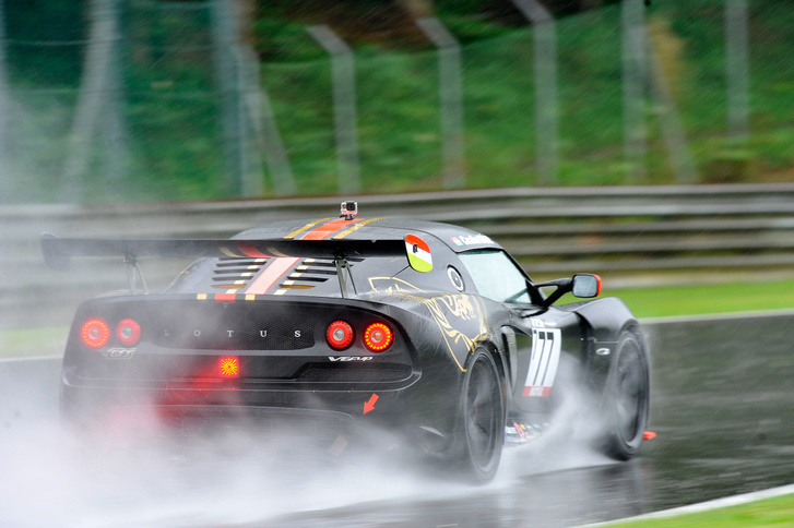 Nem könnyítette meg a dolgát, hogy az első versenyén esett az eső