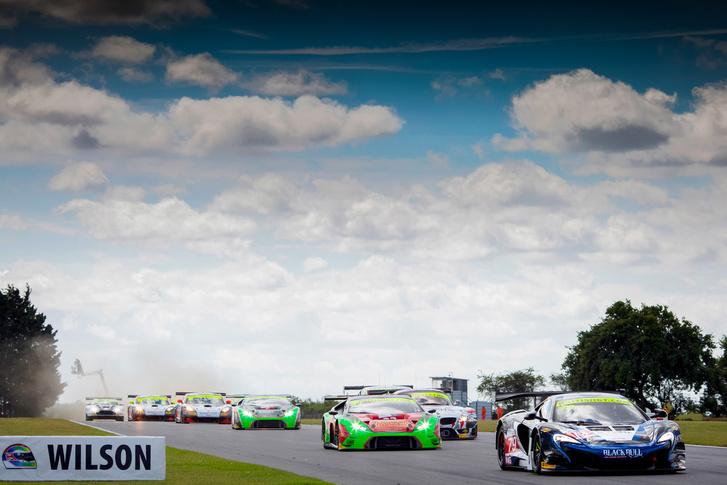 Az angol bajnokságban tesztelték a McLaren 570S GT4-est