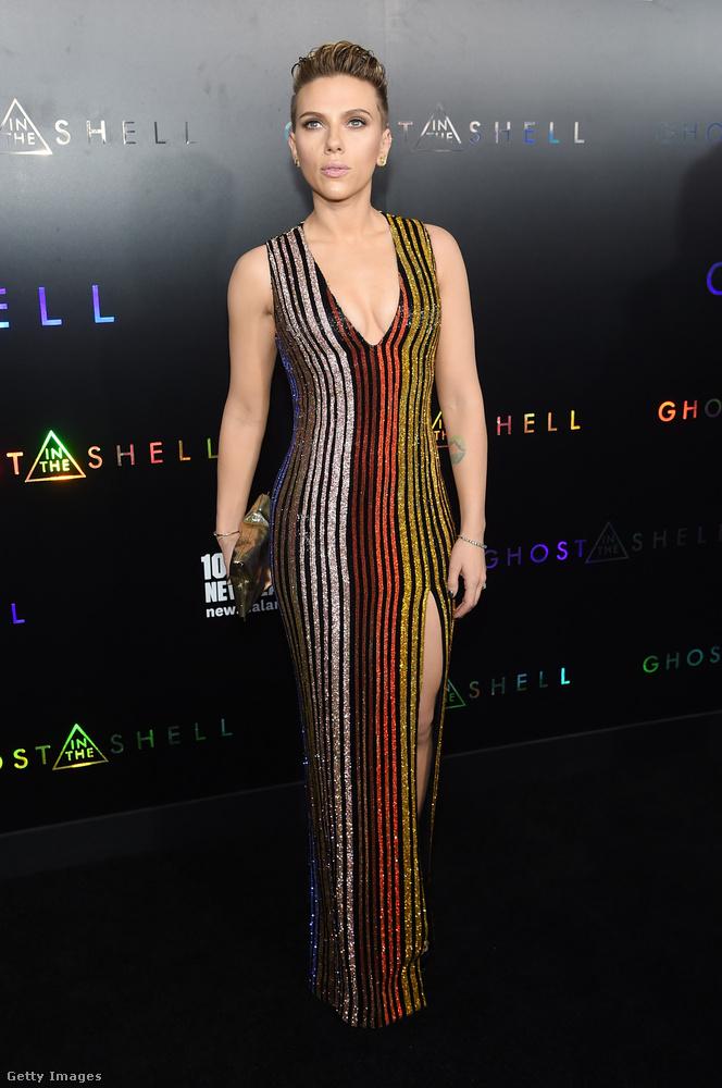 Scarlett Johansson legújabb filmje, a dráma-scifi kategóriába sorolt Ghost in the Shell (Páncélba zárt szellem) premierjén vonult végig a vörös szőnyegen március 29-én, New York-ban