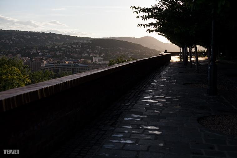 Itt mi inkább a Tóth Árpád sétányon szeretünk mászkálni.