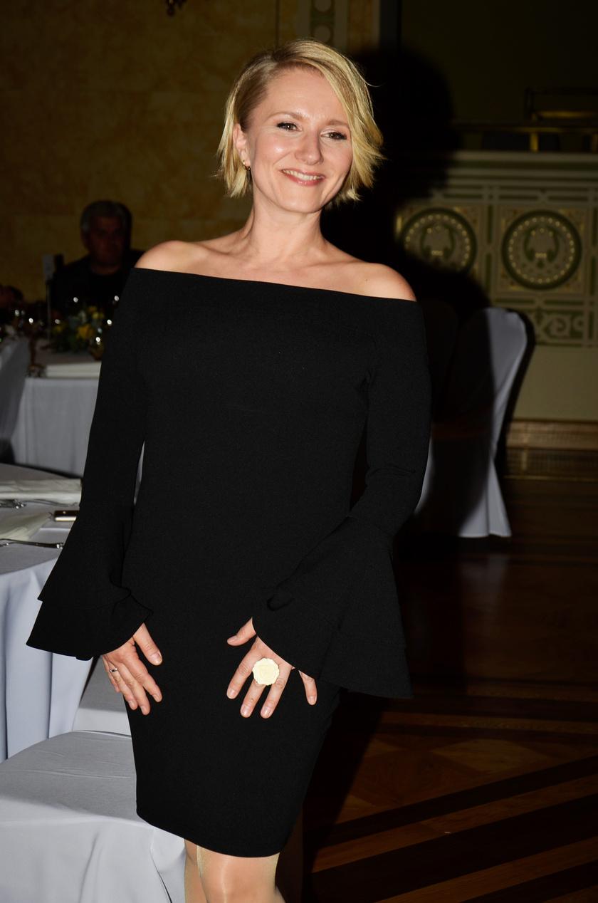 Mérai Kata nagyon dögös volt a kis fekete ruhában a Televíziós Újságírók Díja gálán.