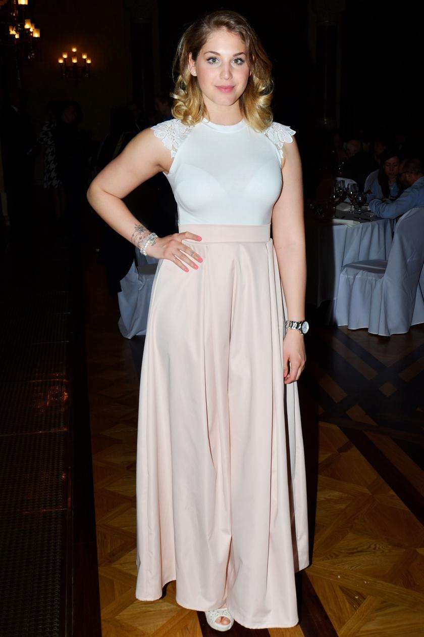 Az RTL Klub sorozatának fiatal színésznője a Sugarbird kollekciójából választott.