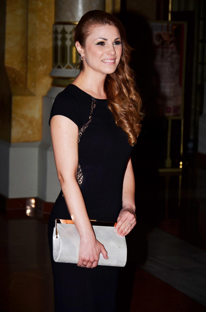 Sallai Nóra, a TV2 sorozatának nővérkéje kis feketében érkezett a gálára.