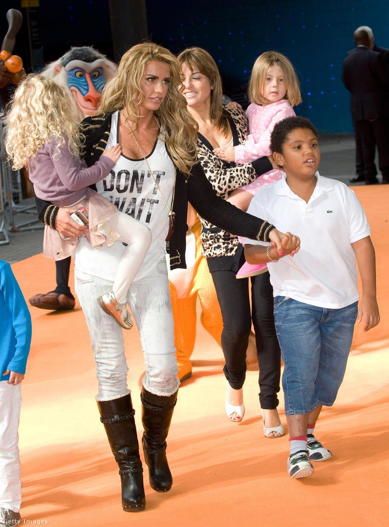 Princess, Katie Price és Harvey 2011-ben az Oroszlánkirály 3D londoni premierjén.