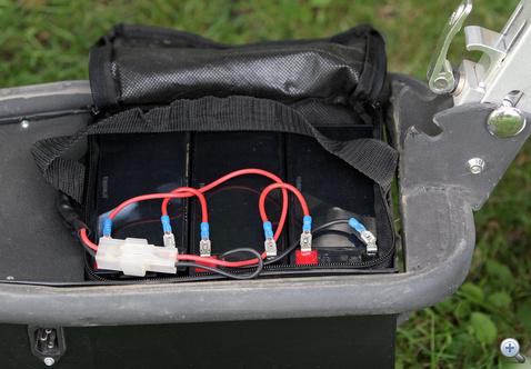 Három egyforma, 12V 9Ah akkumulátor adja az áramot
