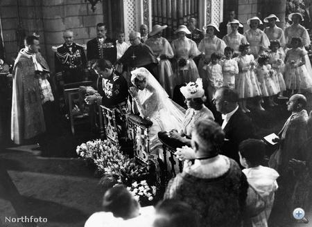 1956 - Grace Kelly menyasszonyi ruhában