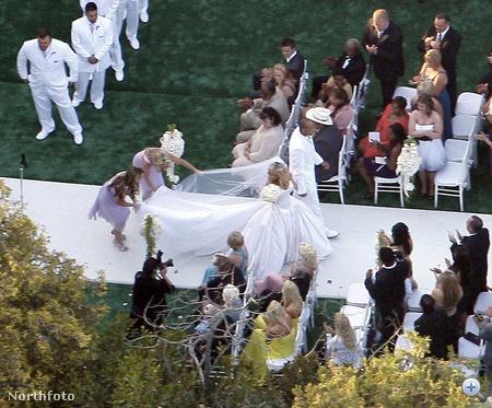 2009 - Kendra Wilkinson menyasszonyi ruhában