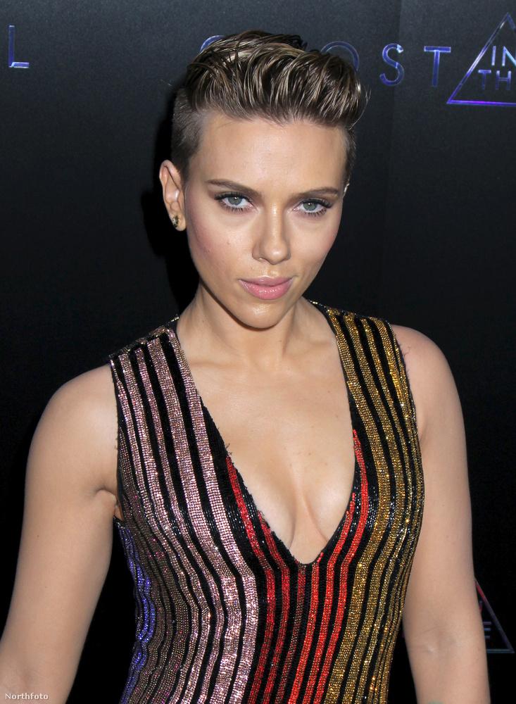 Ismét jelentkezik rendszeres sorozatunk: a hét legjobb képeiből válogattunk!                          Scarlett Johansson a Páncélba zárt szellem premierjén teljesen új emberként, rövid hajjal és a filmhez illő ruházatban jelent meg, és kijelenthetjük, hogy csodásan festett.