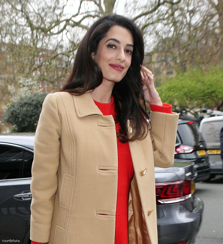 Nehéz elhinni, hogy George Clooney felesége, Amal Clooney júniusban ikreket hoz majd világra