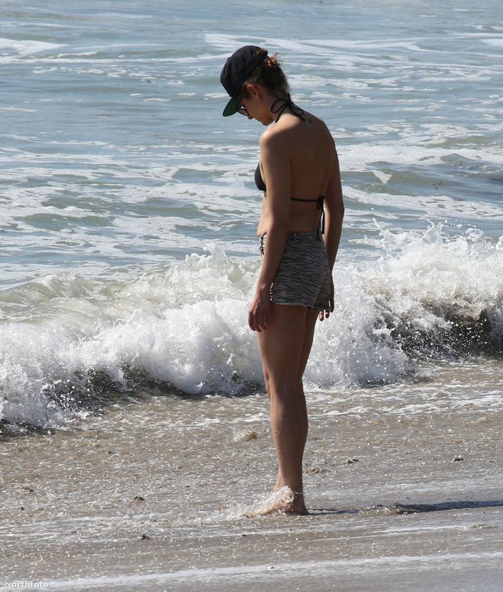 Felismeri a képen látható hölgyet? Segítünk: ő Jean-Claude Van Damme lánya, Bianca Bree, aki édesapjával és féltestvérével ment vakációzni Malibu szigetére a héten.