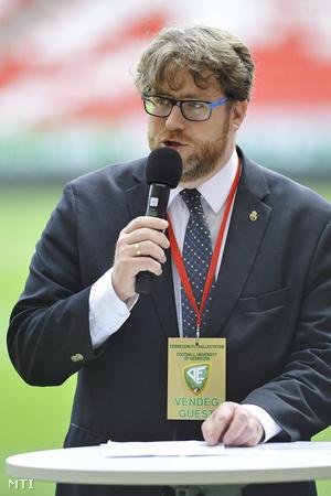 Szöllősi György a Puskás Intézet igazgatója előadást tart a Debreceni Futballegyetem tavaszi konferenciáján a debreceni Nagyerdei Stadionban 2016. május 19-én.