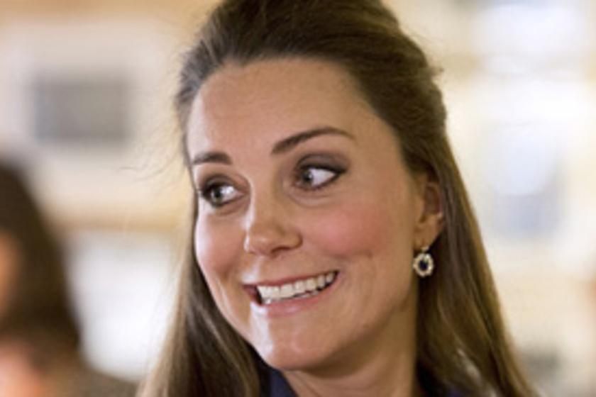 Friss fotó  káprázatosan nézett ki Katalin hercegnő a ma délelőtti parádén! cb5274d6c7