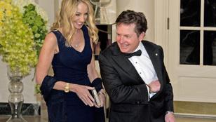 Michael J. Fox őszintén nevet a saját betegségén