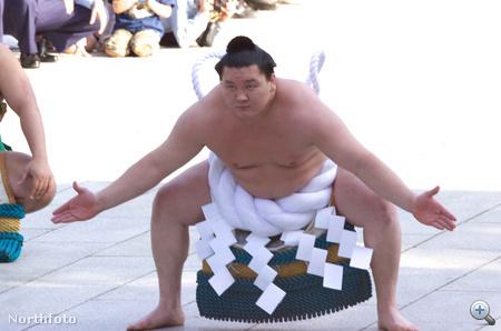 A szumóban minden a hagyományok szerint történik