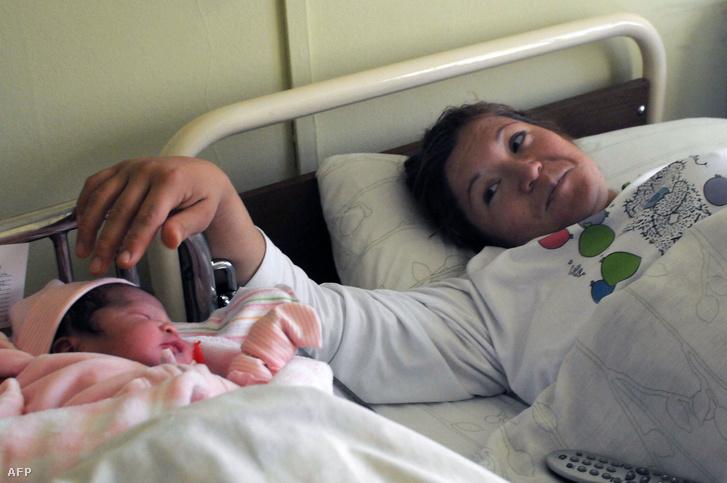 Index - Gazdaság - 50 ezer körül lehet a hálapénz egy szülésért 88c80b32b1