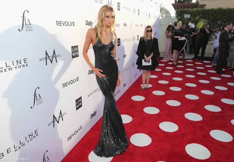 A modell már 2014-ben is feltűnt a Victoria's Secret bemutatóin, de hivatalosan 2015 áprilisában lett a világ egyik legismertebb fehérnemű márkájának arca