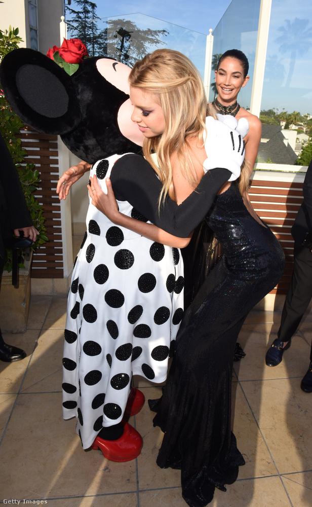 A gálán még Mickey Mouse feleségével, Minnie-vel is találkozott