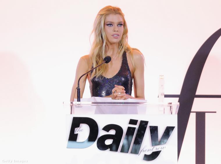 A lap által szervezett Fashion Los Angeles Awards rendezvényén, április 2-án vehette át az elismerést a Victoria's Secret egyik legismertebb arca