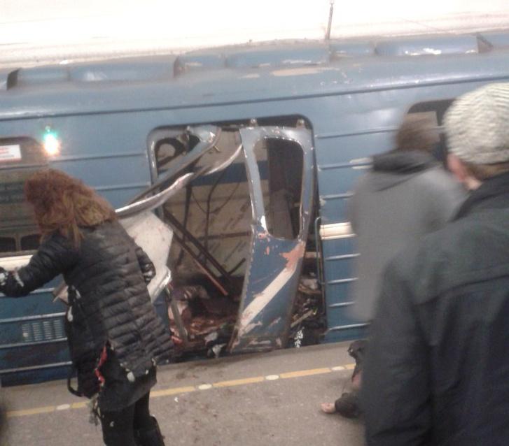Egy fotó a robbanás helyszínéről az orosz Vkontakte közösségi oldalról.